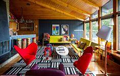 A colorful mid-century modern weekend getaway New York #dwellinggawker