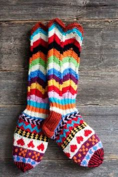 beautiful socks at this Finnish site Wool Socks, Knit Mittens, Knitting Socks, Hand Knitting, Knitting Patterns, Crochet Patterns, How To Purl Knit, Knitting Accessories, Knit Or Crochet