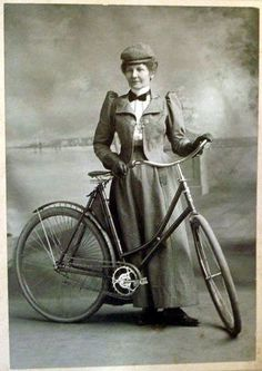 15 excellent reasons to get an electric bike. I wanted to make this a list of but there are just so many great reasons to get an electric bike that I could not stop at Reasons for getting an ebike range from having fun to getting fit to … getting to work! Old Bicycle, Bicycle Women, Old Bikes, Vintage Cycles, Mode Vintage, Vintage Style, Antique Bicycles, Bmw Autos, Bike Style