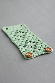 This crochet cuff is stunning and easy. The perfect summer project or gift. Bodega Bay Cuff - Media - Crochet Me
