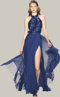 Welcome to the world of ELIE SAAB: discover the latest Haute Couture and Ready to Wear Collections, Accessories, Shows, Celebrities, Backstage and more. Vestidos Elie Saab, Elie Saab Dresses, Runway Fashion, High Fashion, Fashion Show, Fashion Design, Pretty Outfits, Beautiful Outfits, Heart Dress