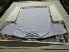 Camiseta/collage, Santiago Artunduaga, 10º Grado, Paulo Freire Centro Educativo. Outdoor Blanket, Paulo Freire, Saint James, Centre