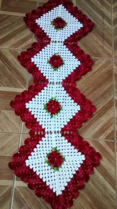 Lindos e diferentes modelos de tapetes feitos em Crochê häkeln häkeln Crochet Quilt, Crochet Squares, Crochet Motif, Crochet Designs, Crochet Doilies, Granny Squares, Baby Knitting Patterns, Doily Patterns, Baby Patterns