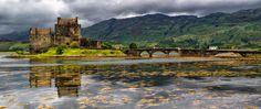 L'ÉCOSSE: UNE TERRE DE LÉGENDES  Lorsque l'on pense à l'Écosse, on imagine déjà les montagnes des Highlands, les lochs à perte de vue et les grandes étendues d'un vert éclatant.