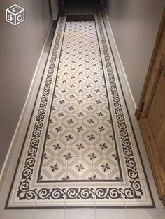 The post appeared first on Wohnzimmer ideen. Entryway Flooring, Hall Flooring, Best Flooring, Victorian Hallway Tiles, Tiled Hallway, Hall Tiles, Flur Design, Paint Your House, Hallway Inspiration