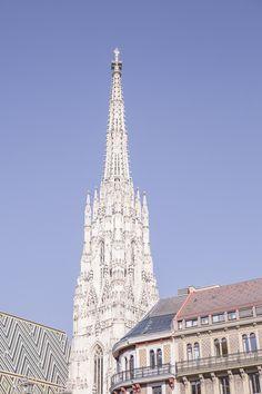 Vue sur la flèche de la cathédrale saint Etienne de Vienne Europe, Old Building, Austria, Architecture, Tower, Globe, Travel, Inspiration, Salzburg