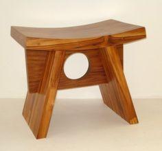 O banco de madeira é um grande opção para quem deseja decorar alguma casa e precisa de um móvel muita resistência e muita beleza. Podendo estar em qualquer lugar da casa os bancos de madeira são muito uteis tanto para sentarmos com apenas para enfeite. Asian Furniture, Bench Furniture, Small Furniture, Handmade Furniture, Rustic Furniture, Furniture Design, Small Woodworking Projects, Diy Wood Projects, Wood Crafts