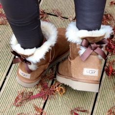 UGG Boots Outfit UGG Australia Classic Fashion trends Haute couture Style tips Celebrity style Fashion designers Casual Outfits Street Styles Women's fashion Runway fashion Ugg Boots Outfit, Ugg Style Boots, Bow Boots, Uggs, Classic Fashion Trends, Style Fashion, Stilettos, Vegan Boots, Sheepskin Boots
