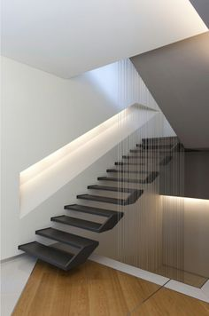 If we talk about the staircase design, it will be very interesting. One of the staircase design which is cool and awesome is a floating staircase. This kind of staircase is a unique staircase because Home Stairs Design, Railing Design, Interior Stairs, Modern House Design, Home Interior Design, Steel Stairs Design, Staircase Design Modern, Stair Design, Studio Interior