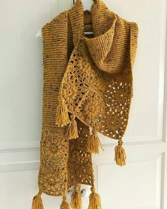 21 Ideas For Crochet Cowl Poncho Gifts inspiration scarf Diy Crochet And Knitting, Crochet Woman, Crochet Poncho, Knitted Shawls, Crochet Scarves, Crochet Crafts, Crochet Clothes, Crochet Baby, Crochet Shawls And Wraps