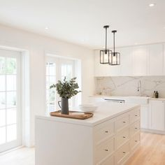 Basic white kitchen with grey marbling backsplash Home Decor Kitchen, Kitchen Interior, New Kitchen, Kitchen Dining, Kitchen White, Kitchen Ideas, Kitchen Small, Kitchen Modern, White Contemporary Kitchen