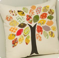 """pillow tutorial - tree with leaves from scrap fabric from cluck cluck sew . Could make this into a """"Family Tree"""" pillow with names on each leaf Applique Pillows, Sewing Pillows, Fall Applique, Quilt Pillow, Patchwork Pillow, Applique Fabric, Applique Ideas, Pillow Fabric, Quilting Fabric"""
