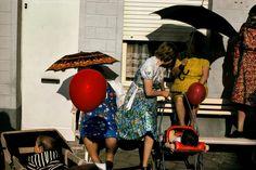 Harry Gruyaert est un photographe belge membre de l'agence Magnum depuis 1981. Son utilisation de couleurs vives dans la photographie a été une nouveauté dans le photojournalisme, qui utilisait plus fréquemment le noir et blanc. Dans cette interview, produite par YouPic, il évoque travail et ses expériences de ses 40 années de carrière.