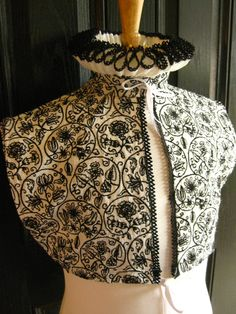Elizabethan partlet with ruff Elizabethan style blackwork embroidery Elizabethan Clothing, Elizabethan Costume, Elizabethan Fashion, Elizabethan Era, Renaissance Mode, Renaissance Costume, Renaissance Fashion, Renaissance Clothing, Historical Costume
