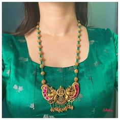 Don't Miss These 30 South Indian Antique Gold Jewellery Designs Antique Jewellery Designs, Indian Jewellery Design, Bead Jewellery, Beaded Jewelry Designs, Temple Jewellery, Silver Jewellery, Pearl Jewelry, Silver Bracelets, Indian Jewelry