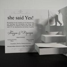 Προσκλητήριο 3D. Χάρτινο, τρισδιάστατο προσκλητήριο, που όταν ανοίγει, εμφανίζεται το ζευγάρι να έχει ανέβει τα σκαλιά της εκκλησίας. Εκπληκτικό σχέδιο