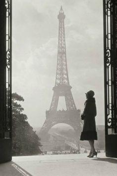 Black and White, Paris