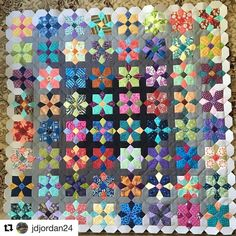 Jennifer @jdjordan24 is making amazing progress on her Quatro Colour quilt It looks fabulous Jennifer #quatrocolourquilt #suedaleydesigns #onegirlandagluepen #patchworkwithbusyfingers #Repost @jdjordan24 with @repostapp ・・・ Ready for the last round! #quatrocolourquilt