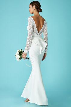 Biała suknia ślubna z kokardą z tyłu, Goddiva. Biała piękna suknia ślubna z koronką. #weddingdress #wedding #dresses #weddingday #whitelongdress http://www.lejdi.pl/p10718,biala-suknia-slubna-z-kokarda-z-tylu-goddiva.html