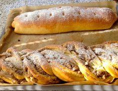 Für den Nussstrudel zunächst den Teig vorbereiten. Dafür aus zerbröselter Germ, etwas lauwarmer Milch und einer kräftigen Prise Zucker ein Dampfl Hot Dog Buns, Hot Dogs, Bread, Baking, Sweet, Food, Stollen, Tiramisu, Muffins