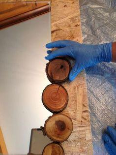 Surround a Boring Mirror with Wood Slices Spiegel Spiegel aus meinem Holzstapel, Kunsthandwerk, Wohn Diy Cabin, Rustic Cabin Decor, Lodge Decor, Mountain Cabin Decor, Cabin Crafts, Rustic Wood, Rustic Cabins, Log Cabins, Cabin Ideas