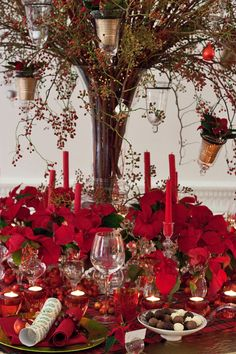 decorating+with+poinsettia | Poinsettia Christmas table design by florist Paula Pryke – Vintage ...