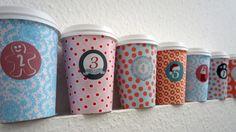 Adventskalender aus Coffee-to-go-Bechern basteln | Frag Mutti