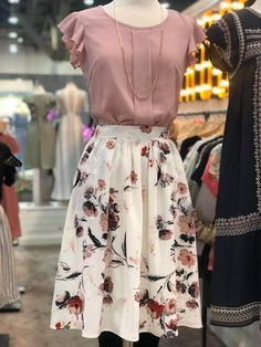 60 top looks outfit ideas with blazer you have to try 25 Source by ideas faldas Modest Outfits, Modest Fashion, Fashion Dresses, Romantic Style Fashion, Floral Skirt Outfits, Floral Skirts, Romantic Look, Pretty Outfits, Cute Outfits