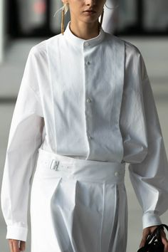 Fashion Details, Fashion Design, Shirt Blouses, Shirts, White Skirts, Business Fashion, Work Wear, Spring Fashion, Personal Style