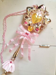 cute light-up wand necklace!