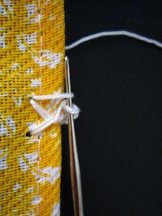 Veja mais de 47 modelos de bicos de crochê com gráficos e passo a passo com vídeos pra se inspirar e fazer o seu próprio em casa. Point Lace, Crochet Projects, Free Crochet, Diy And Crafts, Crochet Patterns, Embroidery, Stitch, Knitting, Crocheting