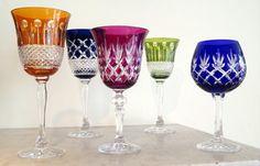 Gekleurde geslepen kristallen glazen