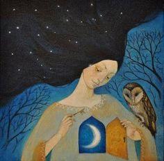 Mujer con un búho por la noche