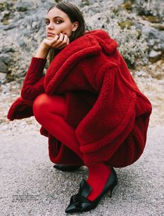 Grazia Croatia Octobre 2017 Kristina Peric by Jelena Balic. Styled by: Petar Trbovic Hair: Mijo Majhen Makeup: Simona Antonovic. Red Fashion, Fashion Brand, Fashion Models, High Fashion, Winter Fashion, Womens Fashion, Fashion Design, Quirky Fashion, How To Pose