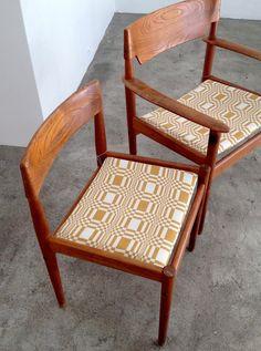 PJ Denmark (Grete Jalk) chairs upholstered with Johanna Gullichsen textile Scandinavian Fabric, Scandinavian Design, Danish Design, Modern Design, Furniture Styles, Furniture Design, Mid Century Modern Furniture, Colorful Furniture, Upholstered Chairs