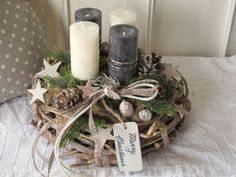 Lavishly designed natural advent wreath Merry Christmas The brown-gray limed vine wreath was designed with candles of different colors. Christmas Advent Wreath, Diy Christmas Decorations For Home, Christmas Crafts To Make, Christmas Centerpieces, Christmas Activities, Holiday Wreaths, Christmas Art, Simple Christmas, Design