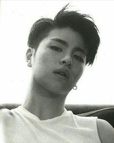He's so hot//ju-ne Yg Entertainment, Pop Bands, Ikon Instagram, Live Meme, Vampire Boy, Winner Ikon, Ikon Kpop, Koo Jun Hoe