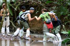 Viajeros Insolit en el Parque Nacional de Khao Yai durante un trekking