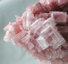 Emerald Gemstones ❥ pink halite crystal cluster You are going to wear this? Minerals And Gemstones, Rocks And Minerals, Pink Gemstones, Beautiful Rocks, Mineral Stone, Rocks And Gems, Gemstone Colors, Stones And Crystals, Gem Stones