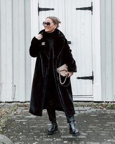 An all-black winter outfit | For more style inspiration visit 40plusstyle.com