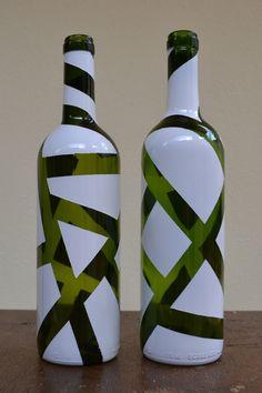 1 million+ Stunning Free Images to Use Anywhere Painted Glass Bottles, Glass Bottle Crafts, Wine Bottle Art, Diy Bottle, Bottle Centerpieces, Vases, Pot Mason, Pottery Painting Designs, Bottle Painting