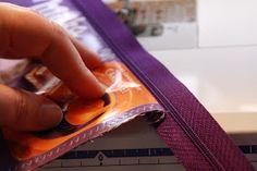 sewbeedoo: DIY - Kramtasche aus Schokoladenpapier