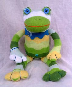 sock frog by Jemima Fisher of socktacularAnimals etsy.com