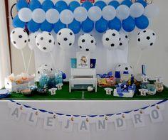 Mesa temática de chuches del Real Madrid. Real Madrid football team candybar desing.