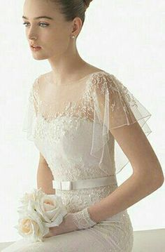 Spanish designer Rosa Clara is renowned for her feminine designs with strong, clean lines. We show you the Rosa Clara 2015 Bridal Collection Rosa Clara Wedding Dresses, Wedding Dress Styles, Wedding Attire, Bridal Dresses, Wedding Poses, Wedding Tips, Trendy Wedding, Elegant Wedding, Wedding Details