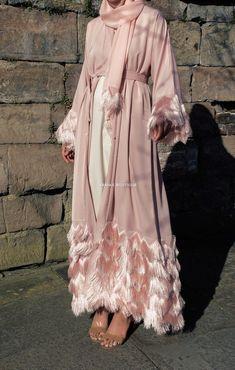 Abaya Style 378161699960383356 - There's no denying the playful aesthetic of this feminine fringed kimono style abaya. The slender silhouette is deeply flattering, featuring luxuriant fringed cuffs and hem. Shop Now Source by Abaya Fashion, Muslim Fashion, Kimono Fashion, Modest Fashion, Fashion Dresses, Maxi Dresses, Abaya Mode, Mode Hijab, Abaya Designs