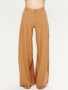 linen pants with a bunch of pleats