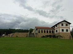Das Römische Freilichtmuseum Hechingen-Stein beherbergt eine der wichtigsten Fundstätten aus der Römerzeit in Süddeutschland. Es liegt auf einem Waldgrundstück nahe dem kleinen Dorf Stein, einem Stadtteil der Stadt Hechingen im Zollernalbkreis in Baden-Württemberg.