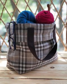 Knitting Project Bag в Instagram: «Drawstring bag easily holds any large sized projects, 🧶 such as sweaters and shawls and it opens wide so you can easily see inside 😉 Link…» Knitted Bags, Diaper Bag, Shawls, Knit Crochet, Hold On, Canvas, Gifts, Knitting Projects, Knitting Sweaters
