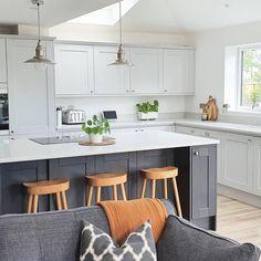 Small Open Plan Kitchens, Open Plan Kitchen Dining Living, Living Room Kitchen, Grey Kitchen Designs, Kitchen Room Design, Kitchen Interior, Kitchen Layout, Kitchen Ideas, Kitchen Cupboard Colours